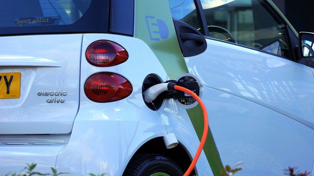 electric-car-1458836_1280-6514168