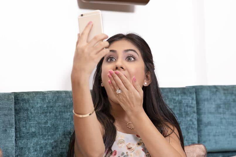 selfie-chica-sopresa_13068-7613512
